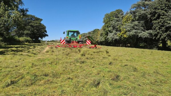 Enorossi Vortex 4 Rotor Tedder working with Headland Kit in the UK with ultra even spread
