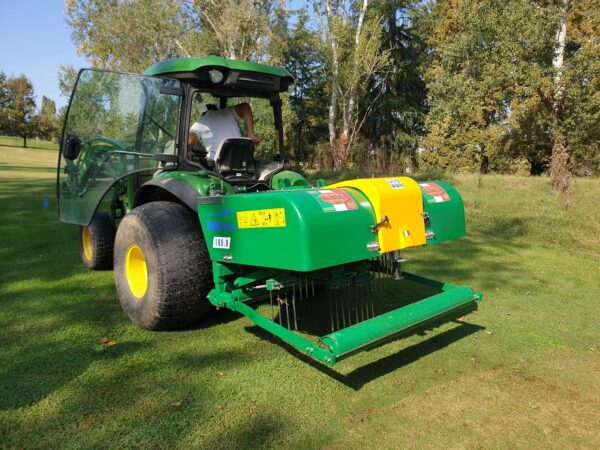 Selvatici Aeroking 300.80 working on a John Deere Tractor on a Golf Course