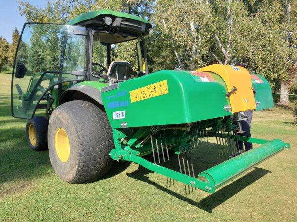 Selvatici Aeroking 300.80 working on a John Deere Tractor on a Golf Course close up